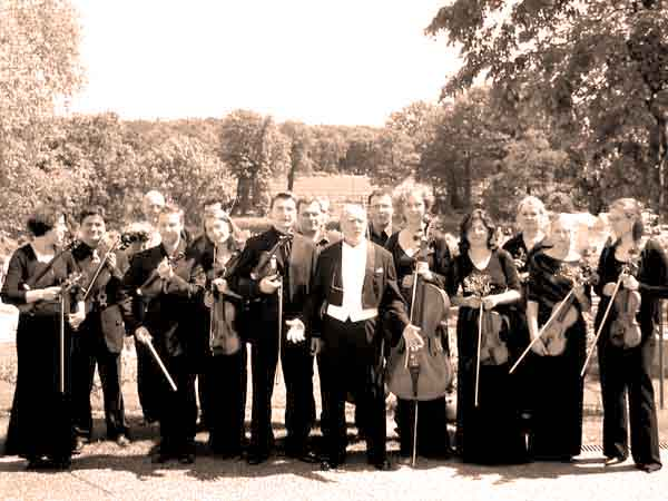 PRIMARTE - Orchestra of the Award-Winners with Alois Springer and the Violin-Soloist Florian Meierott at the first Concert in Krongut Bornstedt /Potsdam on May 30th, 2004.